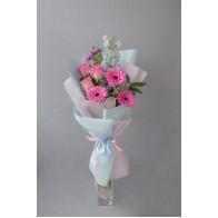 Поздравительный букет из гербер и роз